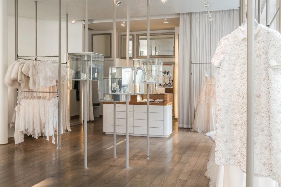boutique metal flaque
