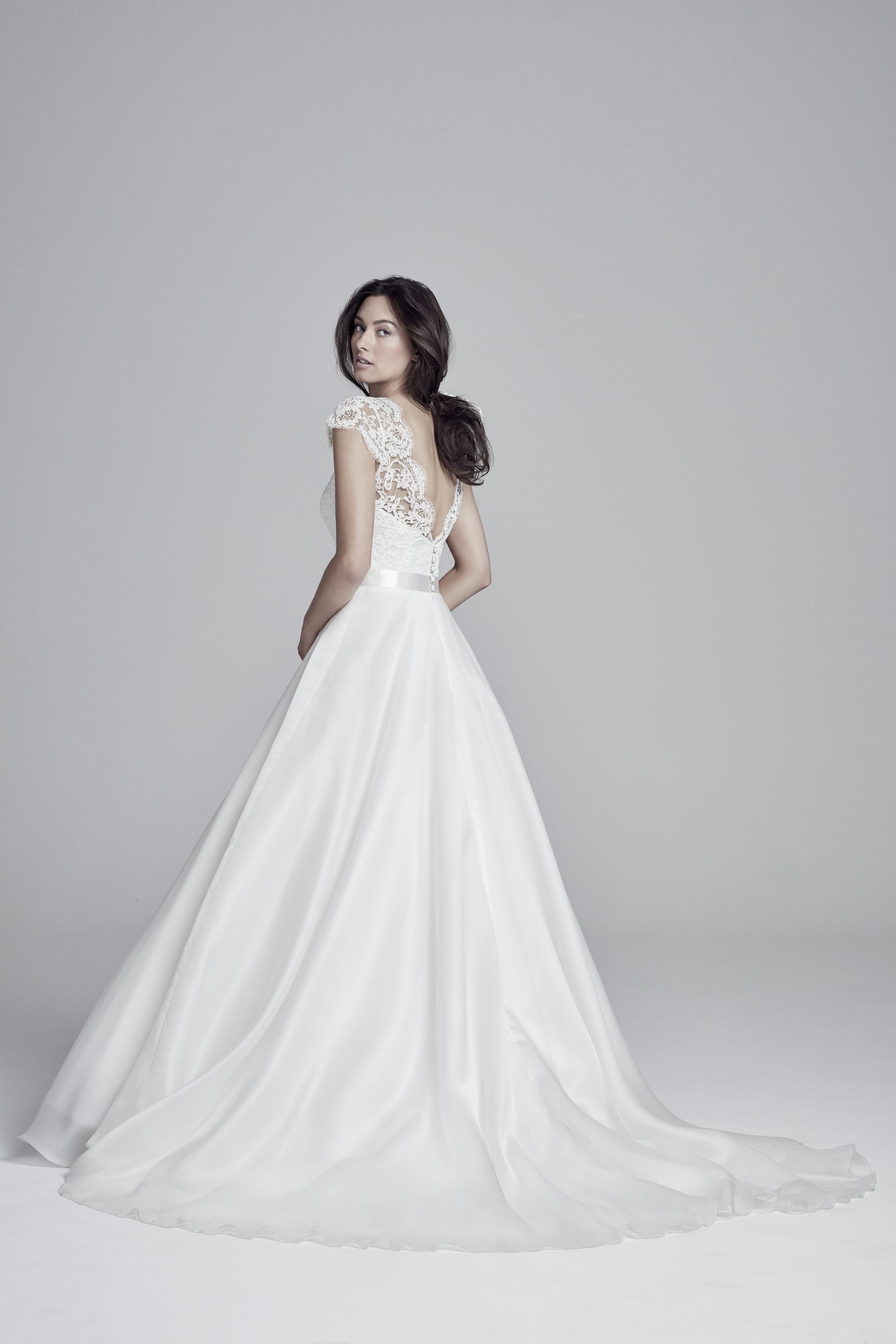 1991df70a6b Suzanne Neville wedding dresses in Paris - Metal Flaque Bridal Shop