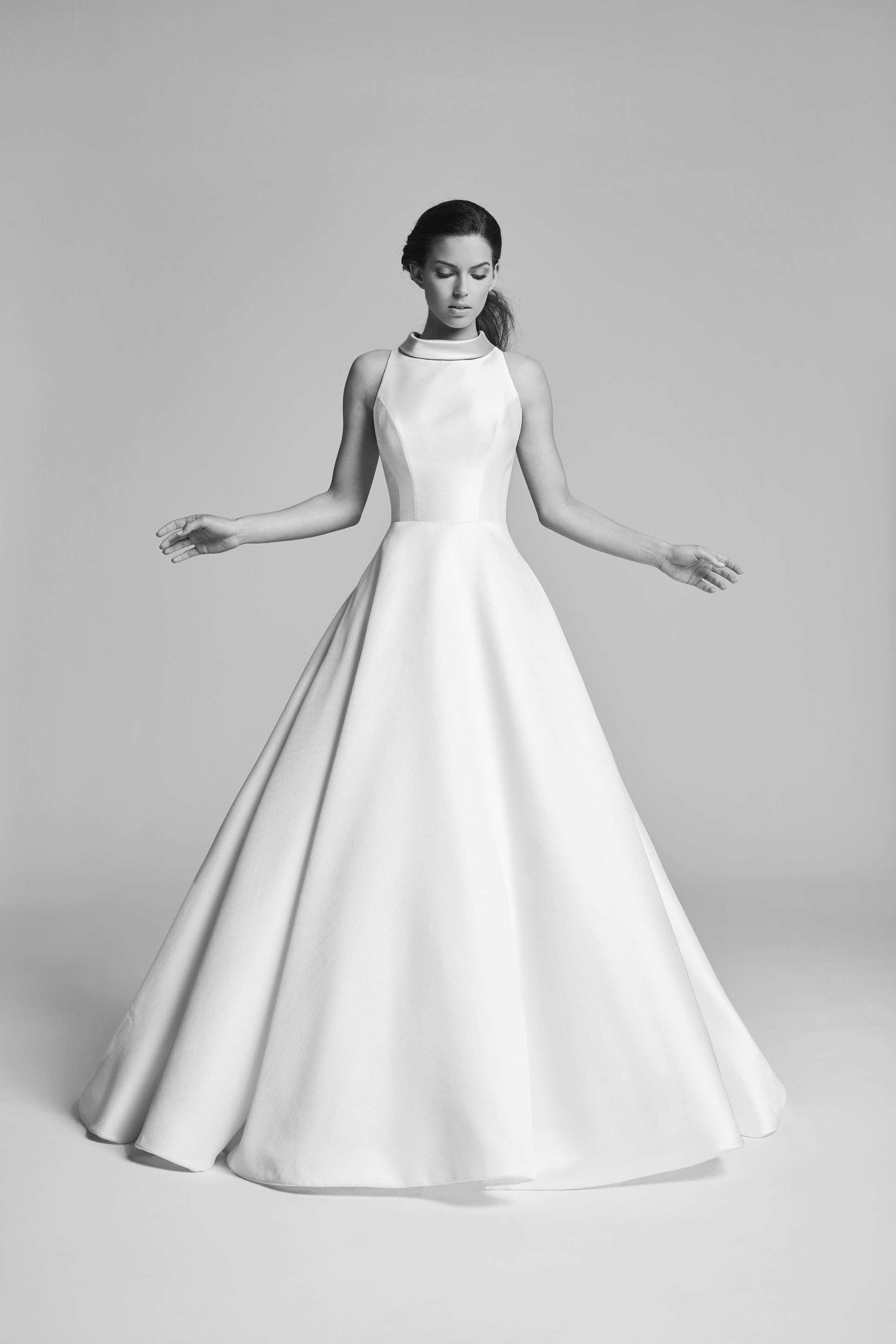 fa52468d3f Suzanne Neville wedding dresses in Paris - Metal Flaque Bridal Shop