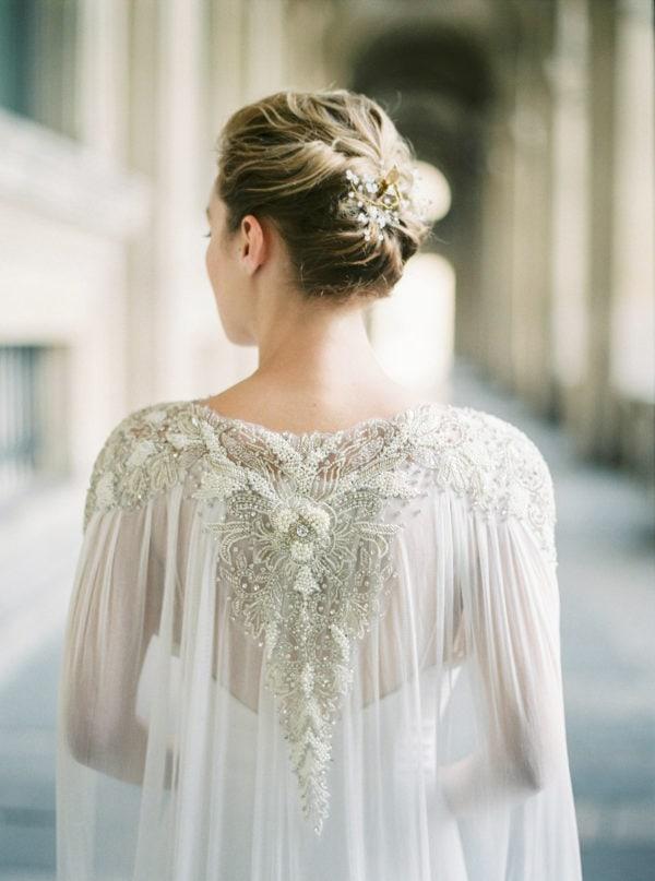 accessoire-mariee-cape-longue-epaule-brodee-cristaux-perles