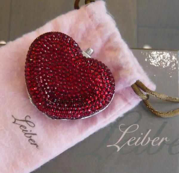 boite-a-pilules-judith-leiber-heart-pillbox