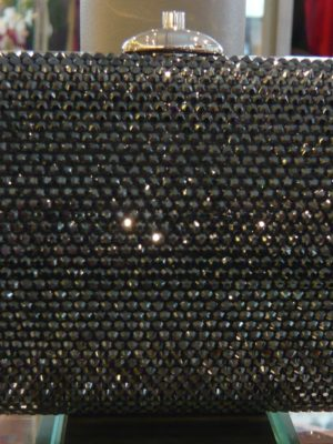 pochette-judith-leiber-small-curved-oval